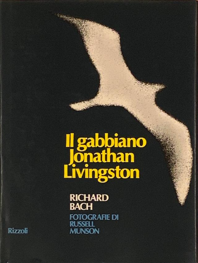 """Copertina del libro """"Il gabbiano Jonathan Livingston"""" di Richard Bach del 1975"""